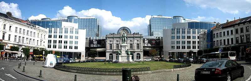 800px-Place_du_Luxembourg_Panorama_889